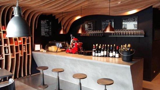 the bar picture of le verre a pied cognac tripadvisor. Black Bedroom Furniture Sets. Home Design Ideas