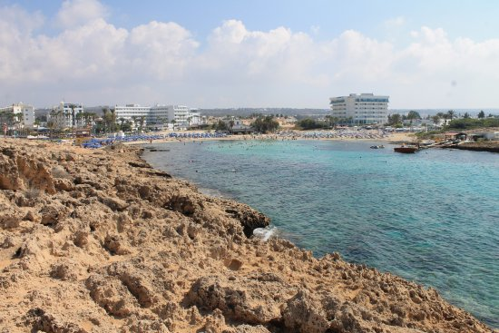 Tasia Maris Gardens Apartments: The beautiful beach is 3 minute walk from hotel
