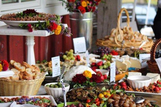 Kingston, estado de Nueva York: A Cheese Louise wedding spread.