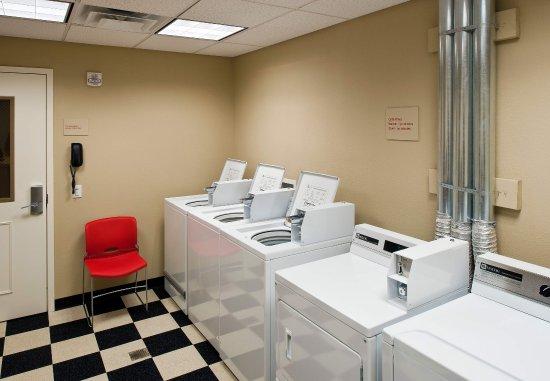 TownePlace Suites Bethlehem Easton : Guest Laundry Center