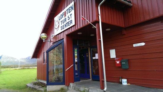 Vestvagoy, Νορβηγία: Lofoten turistsenter ligger rett ved E10, noen km nordøst for Leknes