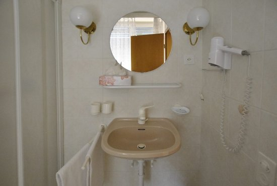 Bagno In Comune Hotel : Standard family hotel smeraldo sirmione lago di gardahotel