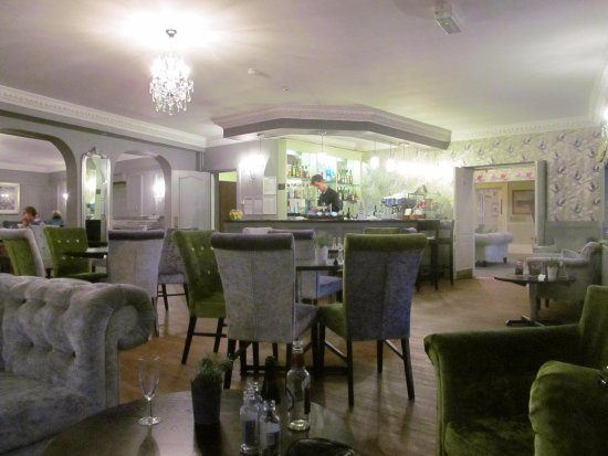 Alton House Hotel: Bar and Dining Room