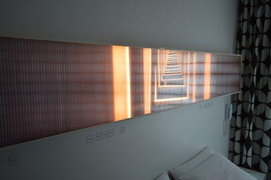 Hotel Gat Point Charlie: cabecera de la cama con iluminacion, muy bueno!!!!