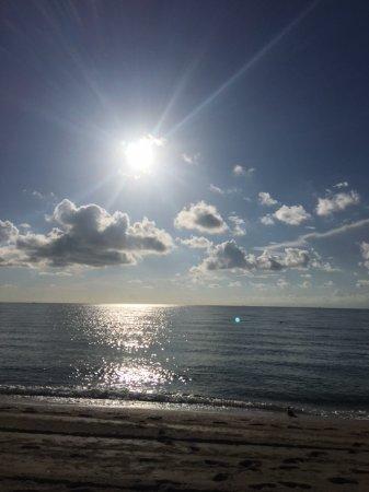 Sunny Isles Beach, FL: Playa calma y super linda