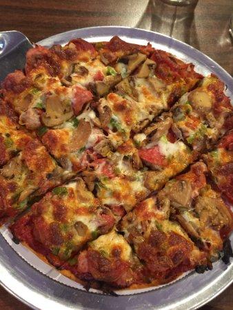 Chetek, WI: Exceptional pizzas!!!