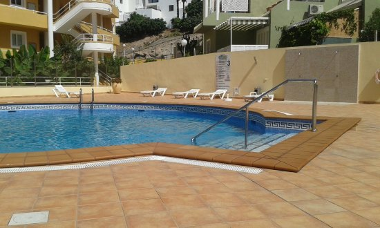 Orlando Club Resort: Smaller quieter pool, great for couples, older people
