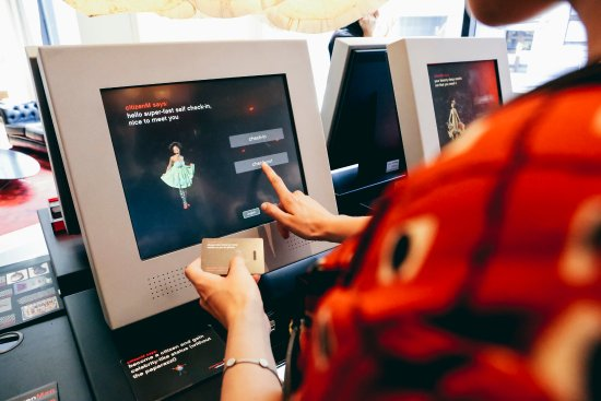 citizenM Glasgow: Check-in kiosks
