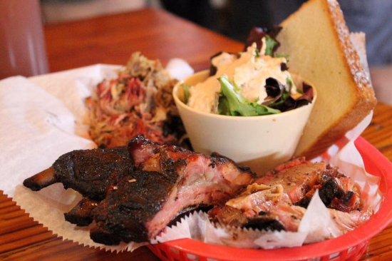 The Joint: Il minor BBQ che abbia mai mangiato in un anno in America. Questo è il mix di carne! Squisito!