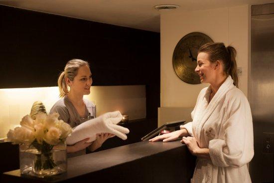 Apollo day spa reception obr zek za zen corinthia for Apollo hotel prague