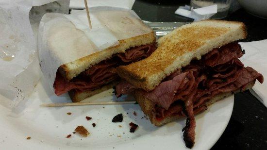 Cosmic Diner : Frühstück und Pastrami Sandwich