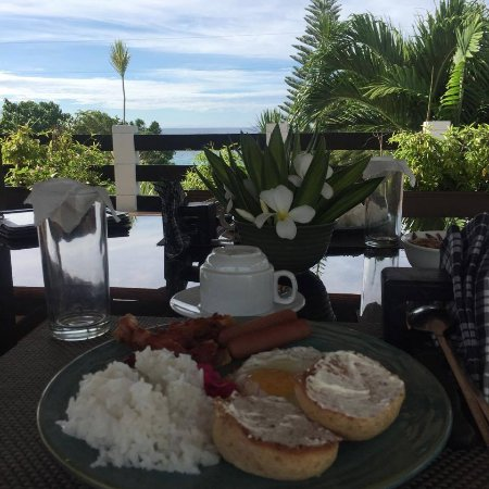 La Pernela Beachfront Resort: Breakfast on the rooftop