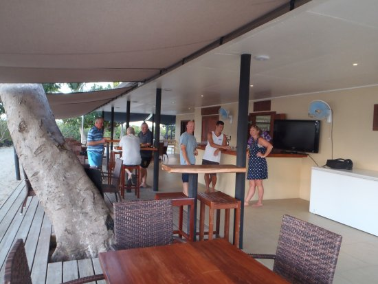 Rakiraki, Fiji: The beach bar with cold tap beer and food was clean and inviting.
