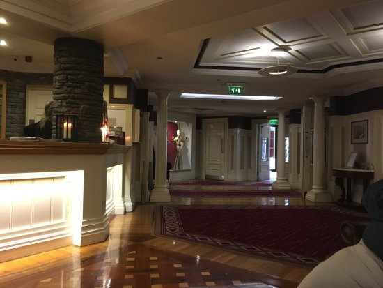 Castle Hotel and Leisure Centre: Elegant Lobby