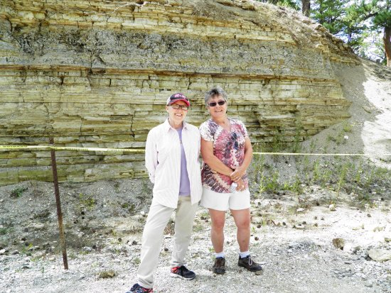 ‪‪Florissant Fossil Quarry‬: The owner of the fossil quarry (left) and I (on right).‬