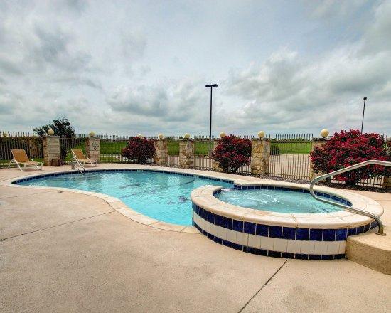 Alvarado, TX: Pool