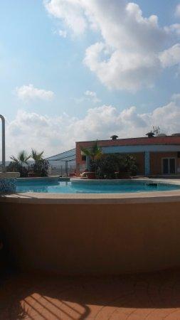 Sunflower Hotel: Zwembad op het dak