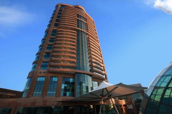 Hilton Beirut Habtoor Grand: Hotel Exterior