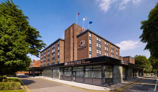 DoubleTree by Hilton London Ealing: Hotel Exterior