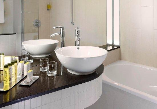 Cranford, UK: Standard Bathroom