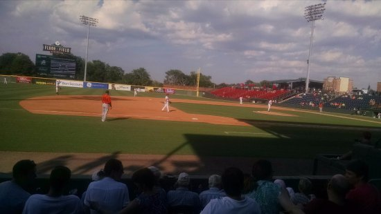 Fluor Field at the WestEnd: Feel close to the action