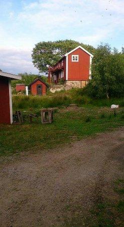 Ronneby, İsveç: En härlig tur med kajakpaddling i vattnen i närheten av Tjärö. En övernattning på ön med en kort