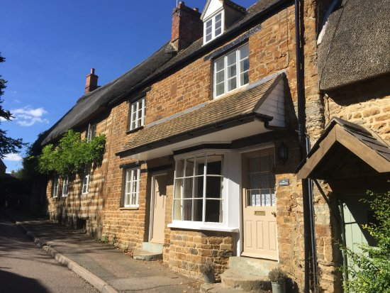 Hook Norton, UK: Exterior of the cottage