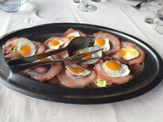 Smerillo, Włochy: Uova di quaglia