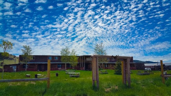 American Safari Ranch: Beautiful Mountain Skies