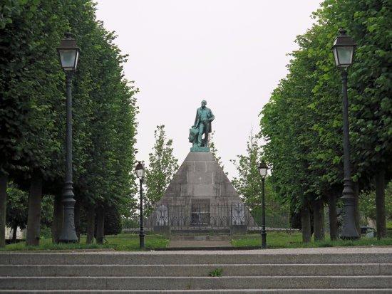 Monument a Mariette-Bey