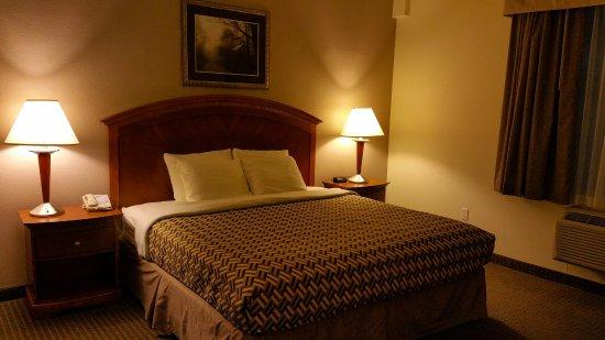 A Riverside Inn Hotel: Comfortable Beds
