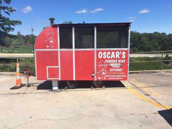 Hollister, MO: Oscar's Smoker