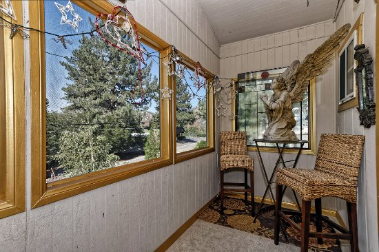 Wrightwood, Californie : Wine on the Veranda?