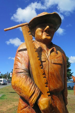 Campbell River, Canada: Woodcutter Would Cut Wood...