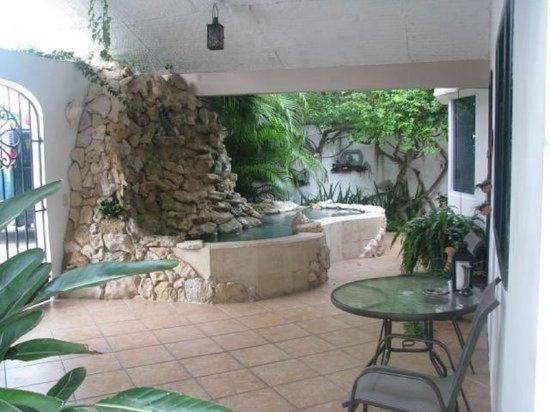 Baldwin's Guest House Cozumel: Front Entrance