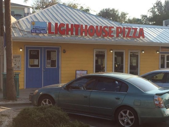 Lighthouse Pizza: Across from Wet Willies