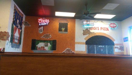 Luigi's Pizza: Interior decorations
