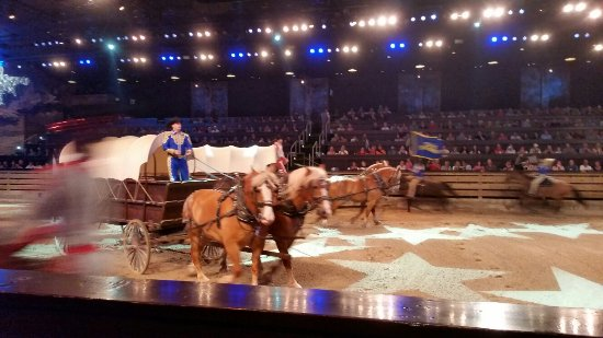 Branson, MO: Dolly Parton's Dixie Stampede Dinner & Show