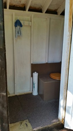 Schroon Lake, นิวยอร์ก: New addition -camper bed and outhouse for Rustic camping in lower field.  $30 a weekend. B&B opt