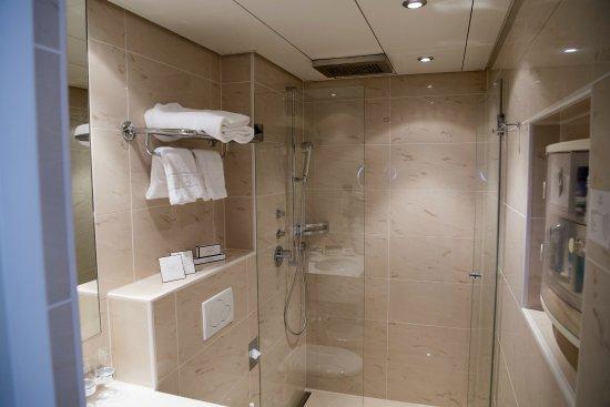 Badezimmer - Dusche - Picture Of Storchen Zurich, Zurich - Tripadvisor