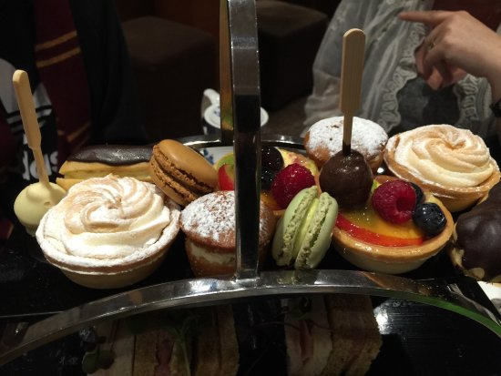 Lounge Bar: Afternoon tea at Strand Palace
