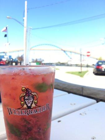 แอชตาบิวลา, โอไฮโอ: Fresh Strawberry Mojito out on the patio!