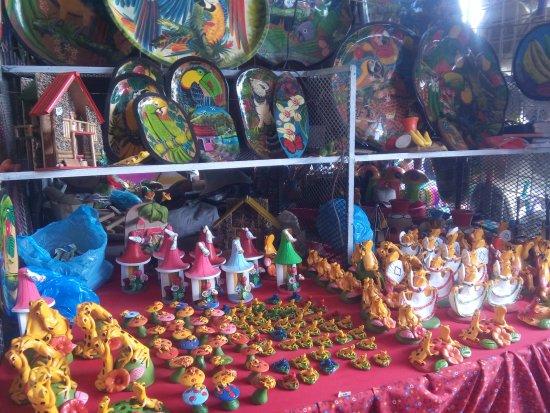 Sunday Market : more handcrafts