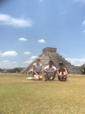 Cancun Deluxe: Official Mayan Guide