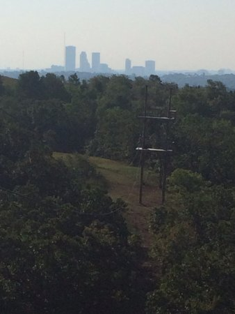 POSTOAK Lodge & Retreat: Zip line tour looking out on the Tulsa Skyline.
