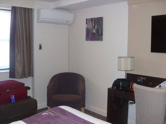 Premier Inn Chichester Hotel: Bedroom2