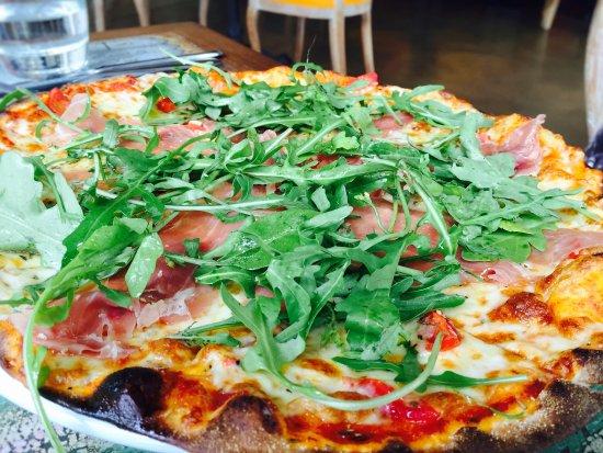 Pomodoro Restaurant: PIZZA CLAUDIA