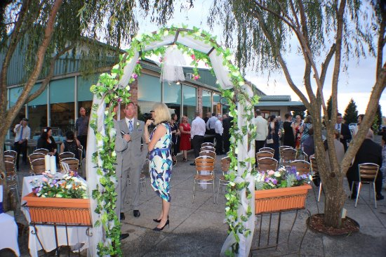 Donnybrook, Australia: Exchanging vows in the afresco
