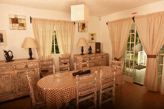 Chez Pat Bungalows and Apartments: Bougainvilliers Lounge