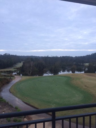 Mercure Kooindah Waters Central Coast: View to the putting green and 1st tee